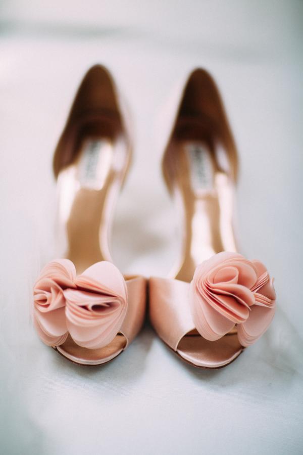 prink-high-heels-with-roses