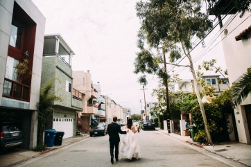 bride-and-groom-walking-in-Venice-Beach