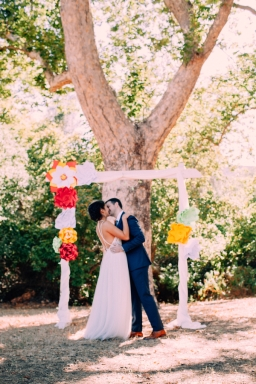 bride-and-groom-first-kiss