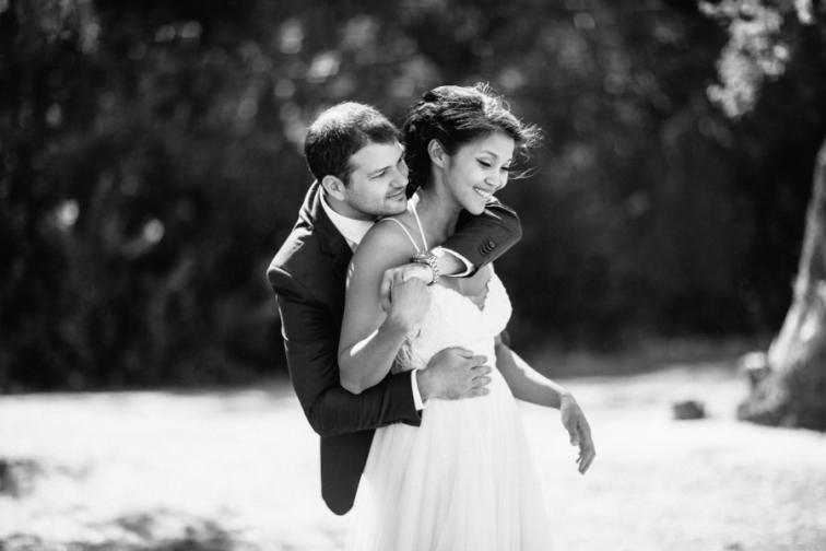 bride-hugged-by-groom-black-and-white
