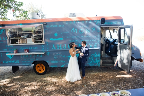 bride-and-groom-with-food-truck