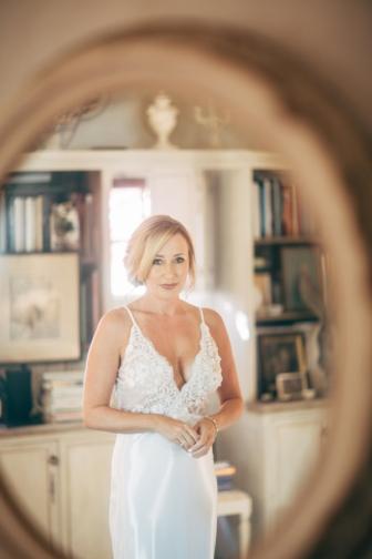 bride-reflected-in-mirror