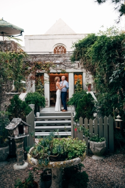 bride-and-groom-in-garden