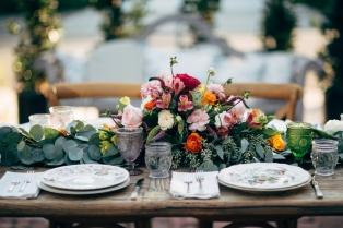 vintage-china-table-arrangement