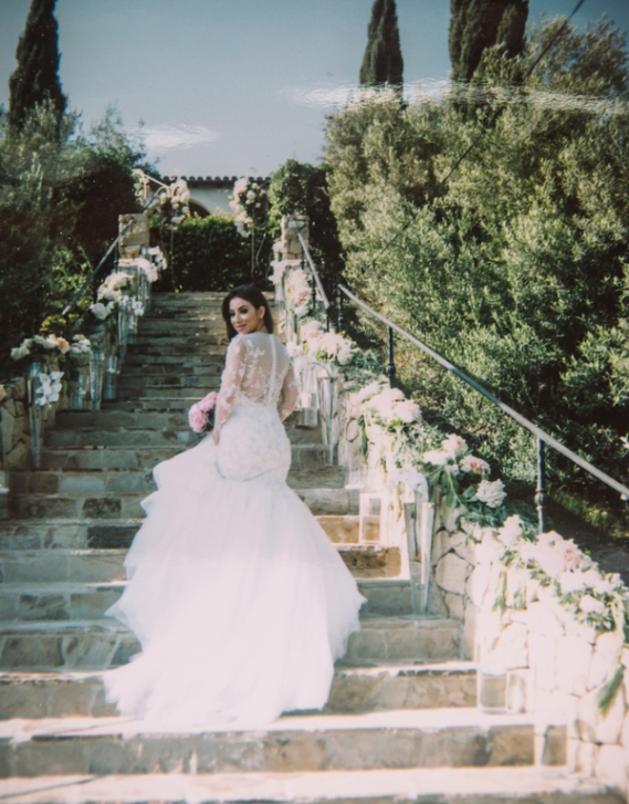bride-posing-on-stairs
