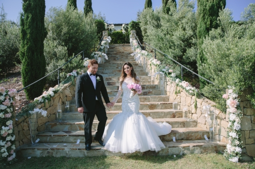 bride-and-groom-on-stairs-outside