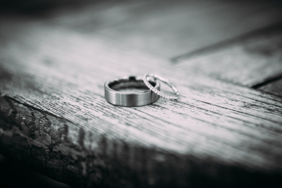 black-and-white-photo-of-wedding-rings