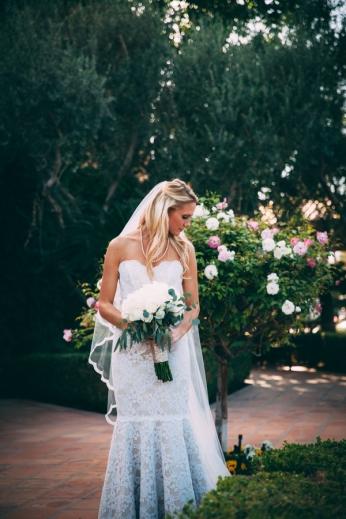 bride-with-bouquet-in-garden