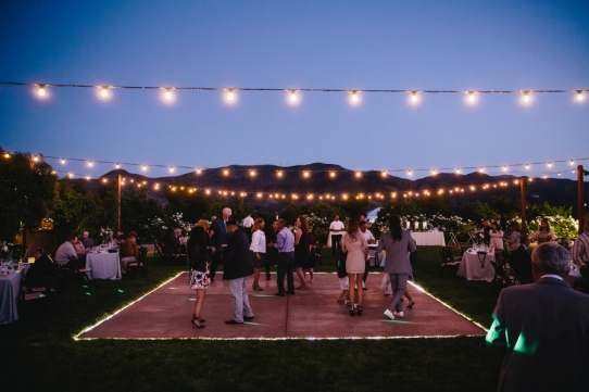 wedding-dance-floor-in-vineyard