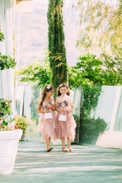 flower-girls-on-aisle