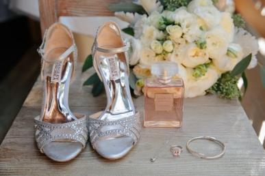 high-heels-with-bride-accessories