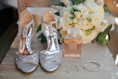 high-heels-with-bride-accessories