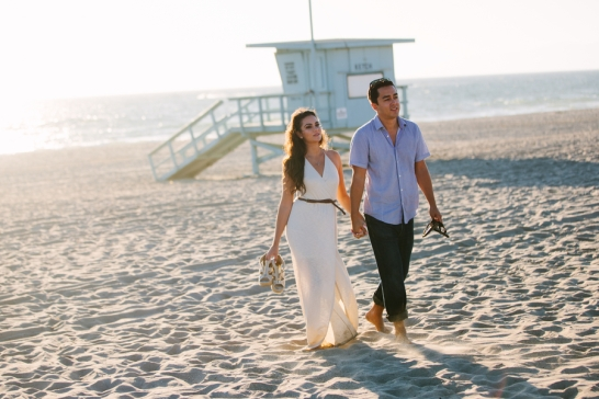 couple-walking-at-the-beach