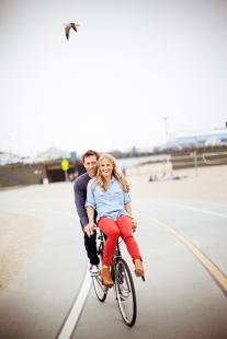 couple-on-bike