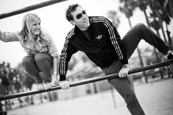 couple-on-jungle-gym