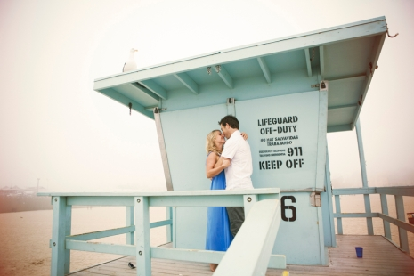 couple-embracing-on-lifeguard-tower