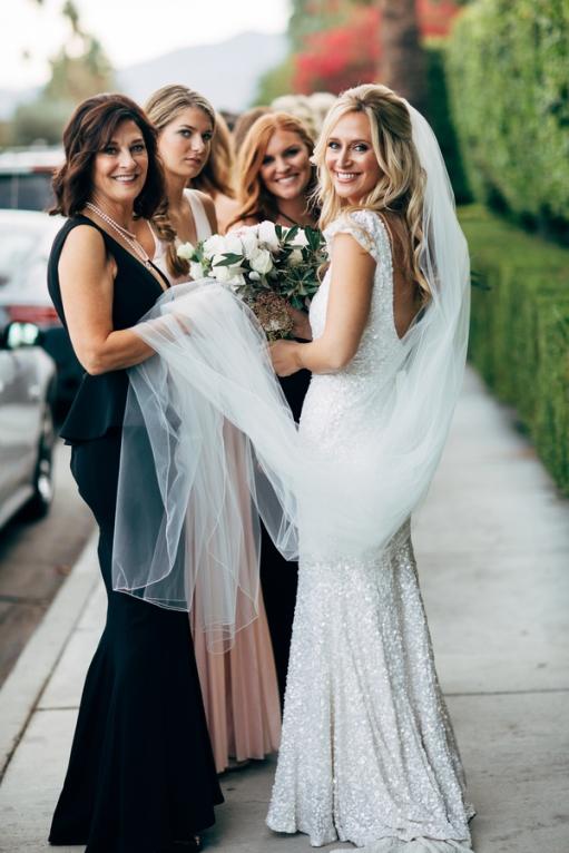 bride-with-bridesmaids