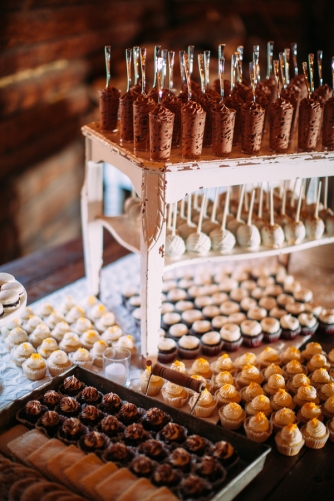 desserts-on-rustic-table