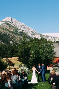outdoor-rustic-wedding-ceremony